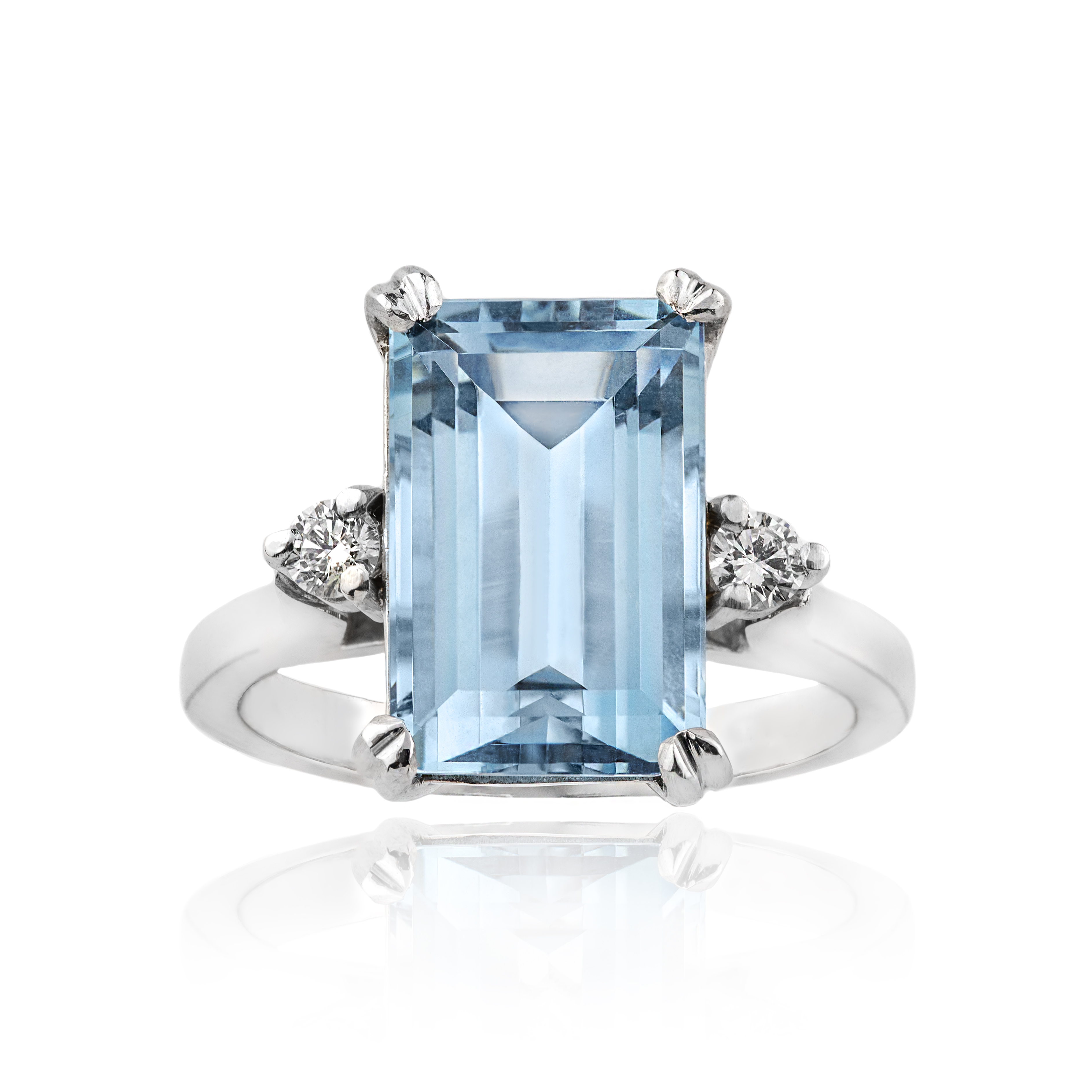 c643efb12c42a 18ct White Gold Aquamarine and Diamond Three Stone Ring, A 4.82ct, D 0.14ct  GH Si1